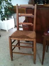 Très ancienne chaise paillée style Louis XVI de campagne rustique, ferme, chalet