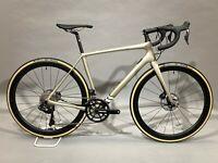 2020 Cannondale Synapse Carbon Hi-Mod Ultegra Di2 54cm Champagne Disc Road Bike
