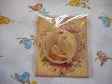 Pretty handmade vintage style, cute resin brooch - cream birds, doves, lovebirds