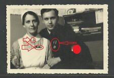 A10887 Foto. WK.2. HJ, Jungvolk mit Mutter DRK Schwester Abzeichen Medaille