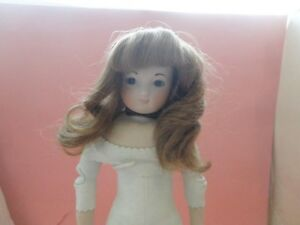 VINTAGE LT BROWN CABINET SIZE SYNTHETIC BISQUE DOLL WIG