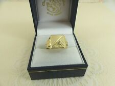 Gents 9ct Gold Signet Patterned Square Ring  size P