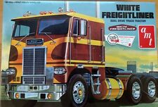 AMT White Freightliner Dual Drive 1/25 Scale Plastic Model Truck Kit AMT620