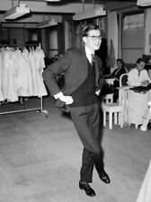 Yves Saint Laurent UNSIGNED photo - L7550 - French fashion designer - NEW IMAGE