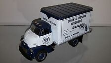 1/34 FIRST GEAR SMITH & WESSON 1952 GMC DRY GOODS VAN WHITE & BLUE 10-1324