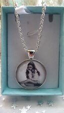 ARIANA GRANDE SINGER NECKLACE DANCE POP MUSIC GIFT BOXED AGE 11,12,13,14,15,16 Y