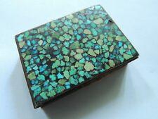 Jolie petite boite en laiton et marqueterie de pierres dures bleues