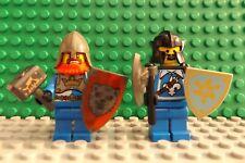 2 LEGO NEUF Chevaliers Château Mini Figures coiffures lutte boucliers Armes (4)