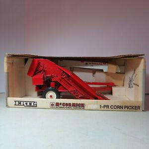 Ertl IH 1-PR Corn Picker 1-Row Pull Type Made USA 1/16 IH-666DO-B