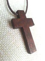 Colgante Cruz de madera con cordon cuero marron 45 cm de largo