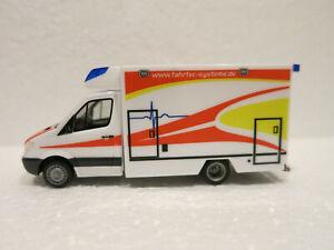 """Modell 1:87 Herpa 095037 Mercedes-Benz Sprinter Fahrtec RTW /""""Feuerwehr/"""" H0"""
