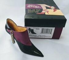 Uptown Swing / Just The Right Shoe By Willitts Raine Collectible Figurine 25343