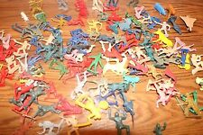 100 + MINI PLASTIC COWBOYS INDIANS ARMY SOLDIERS MEN ANIMALS PLAY TOYS LOT