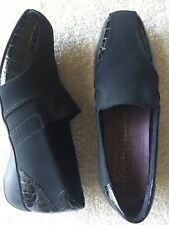 CLARKS Everyday Comfort Black Embossed Leather Gore Women Loafers Shoes 8 M EUC