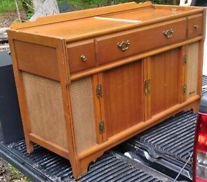Vintage Magnavox Console Stereo Am/Fm Radio Record Player