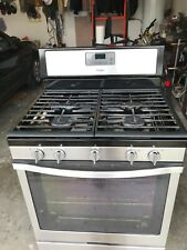 Gas Range (oven) with Edge-to-Edge Cooking Grates