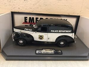 Matchbox/Collectibles Emergency Service Police 1940 Ford Sedan Delivery 1:20
