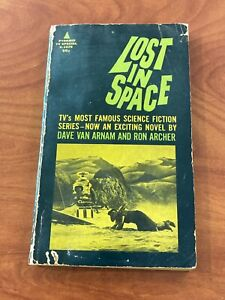 Lost in Space paperback book 1967 Pyramid