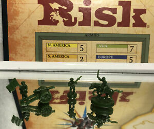 2003 PARKER BROS GAMES: RISK GAME PIECE LOT (GREEN FIGURES) PRE OWNED