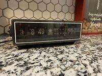 Vintage GE General Electric Flipper Alram Clock Model 7-4305D Flip AM FM Radio