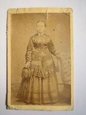 Emden - stehende Frau im Kleid - Portrait / CDV