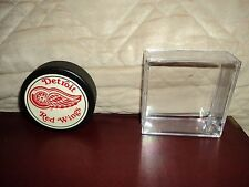 Vintage NHL Detroit Red Wings General Tire (Trench Mfg.) Hockey Puck With Case
