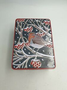 FARMHOUSE CHRISTMAS BISCUIT TIN PERCHING ROBIN BIRD RED BERRY BRANCHES EMBOSSED