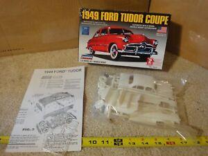 Lindberg vintage 1949 Ford Tudor Coupe, 1/32 scale model car kit. NOS/New 72141