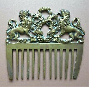 antique peigne à crinière  en bronze aux lions