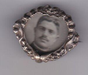 BROCHE ANCIENNE MÉDAILLON PORTE PHOTO SOUVENIR SOUS VERRE CIRCA 1910 ARGENT ?