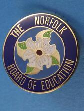 NORFOLK BOARD OF EDUCATION TRILLIUM PIN BUTTON SOUVENIR ONTARIO CANADA COLLECTOR
