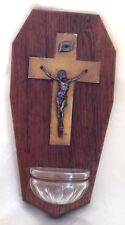 Bénitier vintage bois avec le Christ sur la croix petit récipient en verre