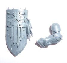 Khorne Bloodbound Mighty Skullcrushers Left Arm & Shield D - G1068