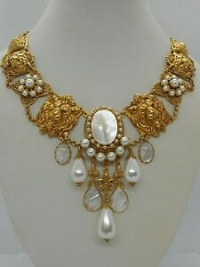 ASKEW LONDON LION AND PEARL NECKLACE