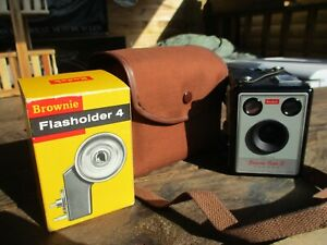 VINTAGE KODAK BOX BROWNIE WITH CASE AND FLASH HOLDER NEAR MINT CONDITION
