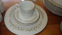 Elegance by Sheffield Fine Bone China Dinnerware Service 8 32 pieces EUC