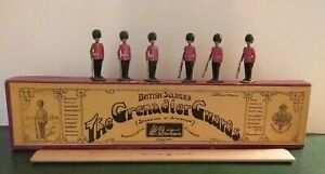 Britains Lead Soldiers Grenadier Guards Standing At Attention Whisstock Box #111