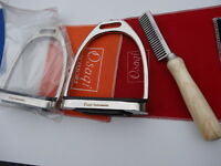 """4.75""""  FILLIS Stirrup STAINLESS STEEL SAFETY IRONS HORSE RIDING WITH TREADS+Comb"""