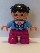 LEGO DUPLO Figur Kind / kleines Mädchen hellblauer Pullover rosafarbene Hose NEU