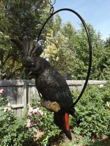 34cm BEAUTIFULL BLACK HANGING COCKATOO BIRD IN RING GARDEN FIGURINE RESIN  NEW