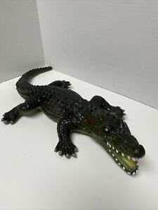 """Rubber Realistic Alligator 19"""" Toy Figure Made In China 2002"""