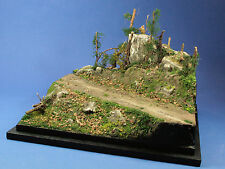 "D35028 - BASE DIORAMA 1/48-1/43-1/35   ""INTO THE FOREST"" (25x25x18cm)"