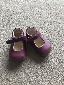 Clarks Baby Girls First Walkers Tiny Mist Purple Leather Shoes Size 2 F VGC