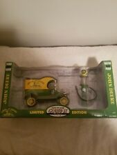 Vintage Gearbox Diecast John Deere 1912 Ford Model T with Gas Pump 1/24