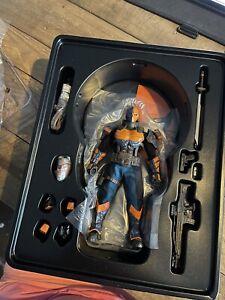 Mezco Deathstroke DC Universe One: 12 Collective Action Figure
