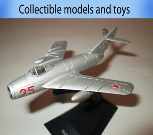 Mikoyan MIG-17 model airplane, legendary aircraft of the USSR, Deagostini (cast)