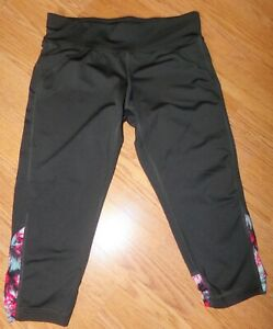 TEK GEAR YOGA WOMENS SIZE M BLACK FITTED COMPRESSION LEGGINGS 19' INSEAM CROPPED