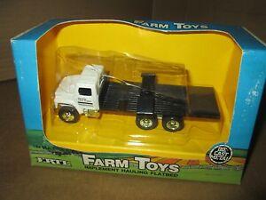 Vintage Ertl 1:64 IH international 10 wheel flatbed farm supply truck 1987 w/box