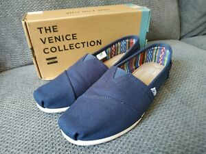 Men Tom's navy canvas shoes size 8 worn once very good condition