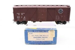 Roundhouse MDC HO Scale Southern Pacific 40' Truss Side Box Car All Metal